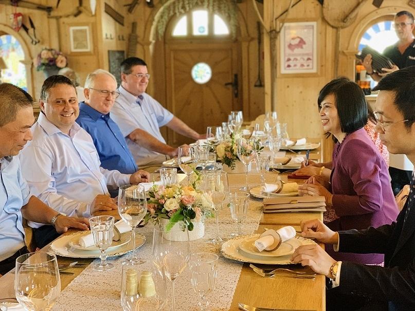 Hungary-Việt Nam: Tình cảm đáng quý trong thời kỳ dịch bệnh