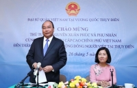 prime minister nguyen xuan phuc visits vietnamese embassy staff expatriates in sweden