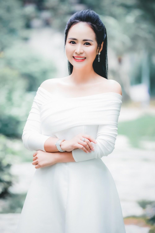Nữ hoàng Hoa hồng, Doanh nhân Bùi Thanh Hương.