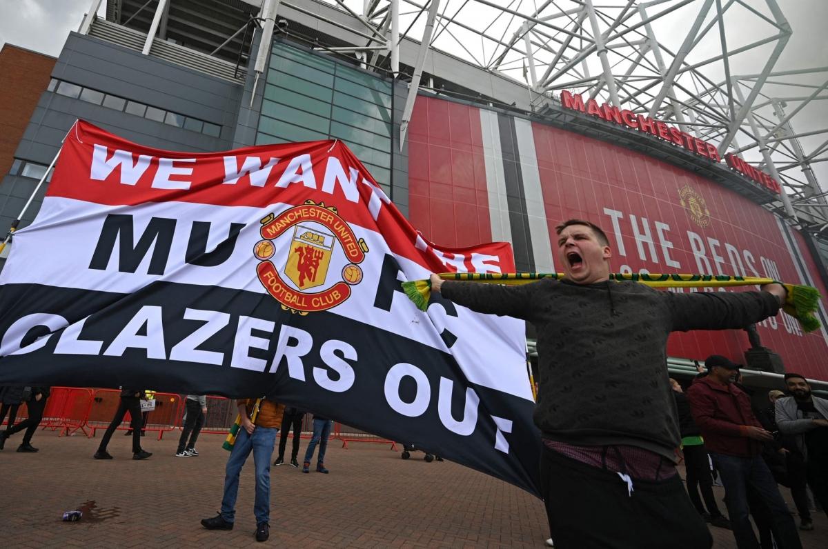 Sau khi cân nhắc tình hình, ban tổ chức Premier League quyết định hoãn trận đấu tâm điểm vòng 34 giữa MU và Liverpool.