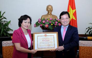 Bộ Ngoại giao đón nhận bản thiết kế lịch sử tòa nhà số 1 Tôn Thất Đàm