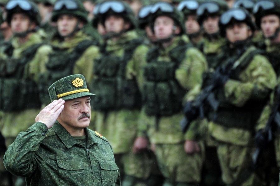 Nga-Belarus đang tích cực chuẩn bị cho cuộc tập trận Zapad-2021. Trong ảnh là Tổng thống Alexander Lukashenko trong quân phục. (Nguồn: Getty)