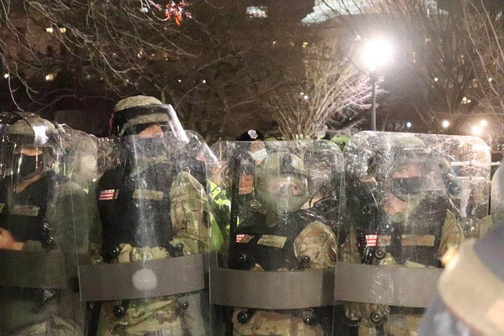Lực lượng vệ binh quốc gia Mỹ làm nhiệm vụ tại Washington D.C, ngày 6/1. (Ảnh: Philip Athey)