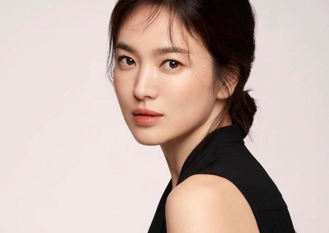 Fan điên đảo với ảnh thời nặng 70kg của 'Nữ hoàng mặt mộc' Song Hye Kyo