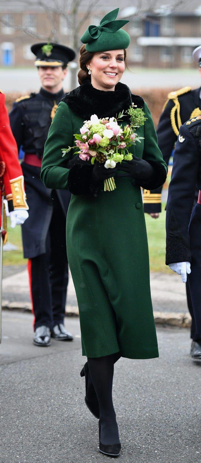 Soi những chiếc áo khoác 'sang, xịn, mịn' đến 'đứng tim' của Công nương Kate Middleton