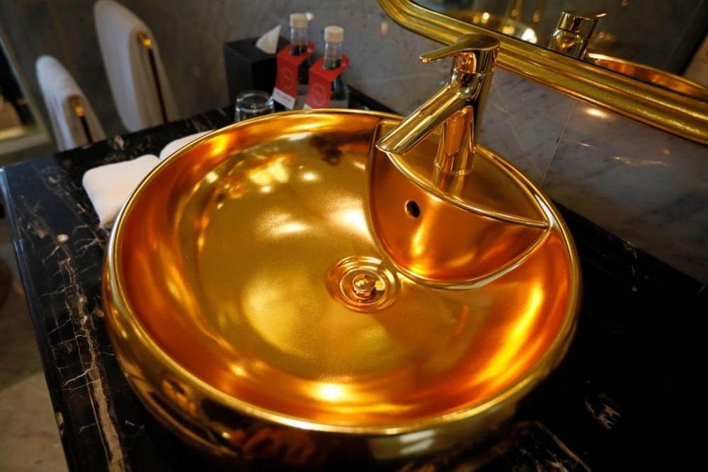 Khách sạn dát vàng từ trong ra ngoài đầu tiên trên thế giới tại Hà Nội lên báo Anh