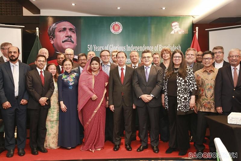 Kỷ niệm lần thứ 50 Quốc khánh nước Cộng hòa Nhân dân Bangladesh