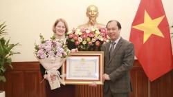 Bộ Ngoại giao trao Huân chương Hữu nghị cho Đại sứ New Zealand tại Việt Nam