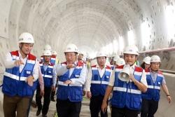 Phó thủ tướng phạm bình minh thị sát tuyến metro đầu tiên của tp. hồ chí minh