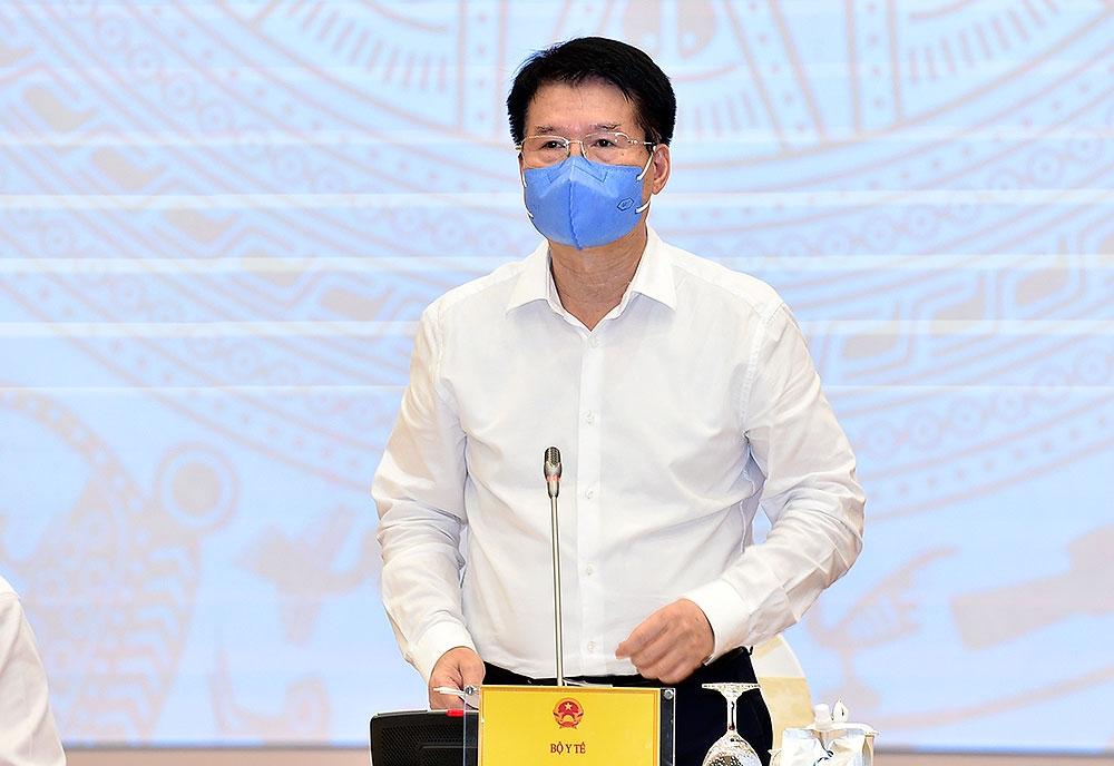 Thứ trưởng Bộ Y tế Trương Quốc Cường trao đổi với các phóng viên tại cuộc họp báo Chính phủ thường kỳ tháng 5/2021, chiều 3/6.