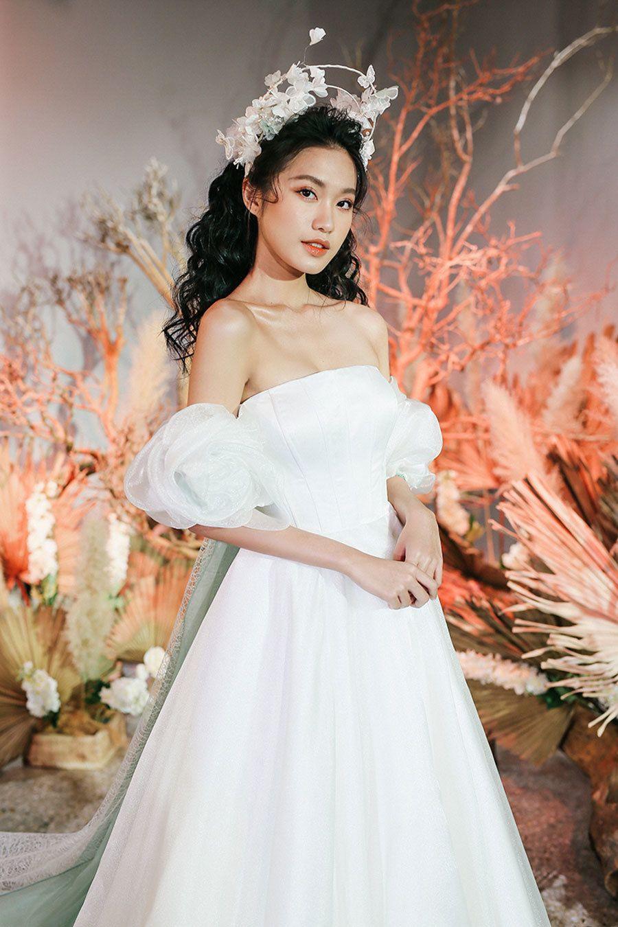 Sau khi Doãn Hải My thử váy cưới, Đoàn Văn Hậu lại đi xem 'bạn gái tin đồn'...