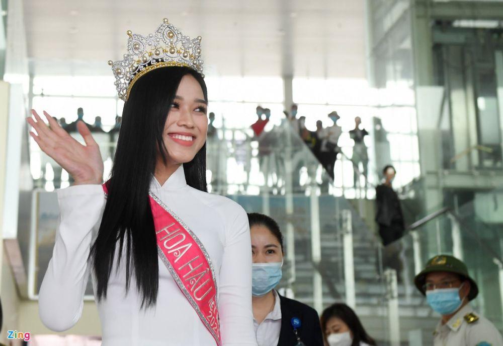 Hoa hậu Đỗ Thị Hà được chào đón như người hùng tại quê nhà, vui như thể ngày hội